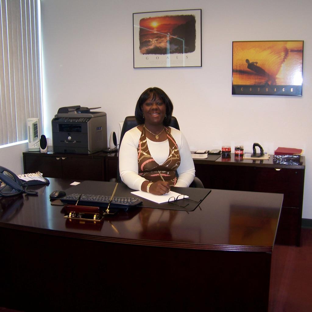 Elizabeth- Professional Resume Writer & Employment Specialist